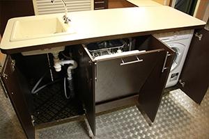 Стол с встроенными бытовыми электроприборами