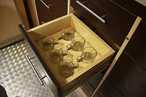 Фото выдвижного ящика для хранения кружек ПОЖ