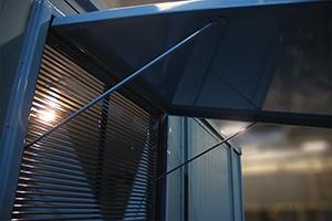 Вентиляционное окно расположенное сбоку контейнера