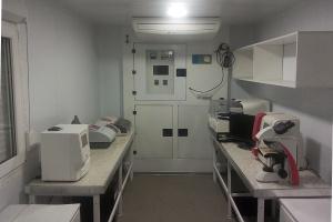 Внутреннее оснащение медицинской лаборатории в кузов-контейнере