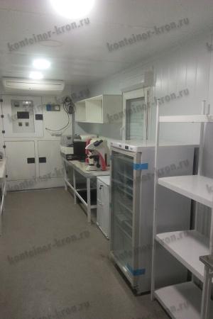 Оборудование установленное в медицинском кузов-контейнере (правая сторона)
