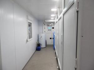 Расположение душевых кабинок установленных в кузов-контейнере