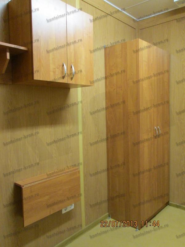 Шкаф для одежды и навесной шкаф расположенные в комнате отдыха МКПП
