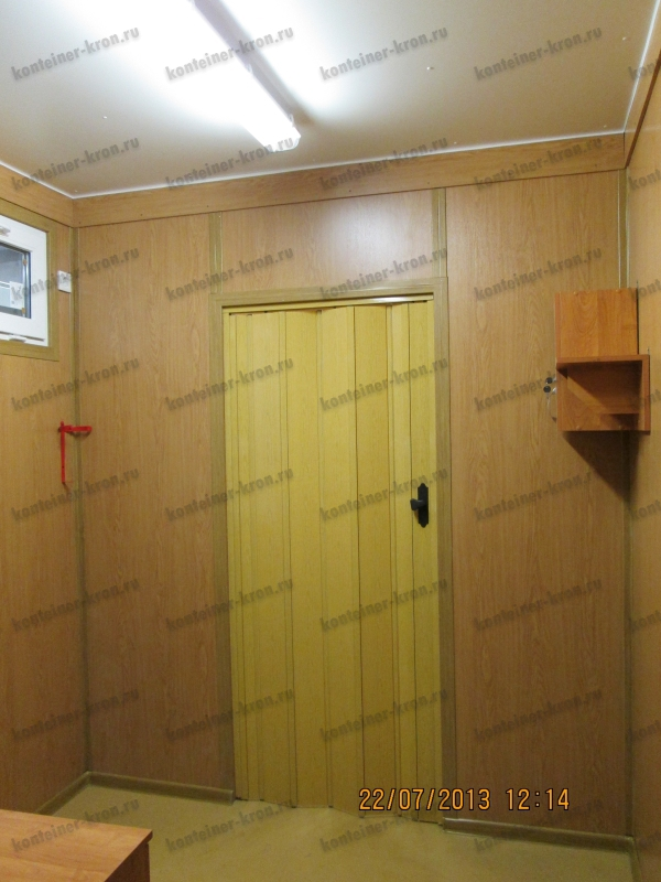 Раздвижная дверь в помещение комнаты отдыха