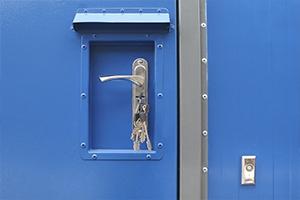 Фото ручки и замка контейнера для ХЛВЖ