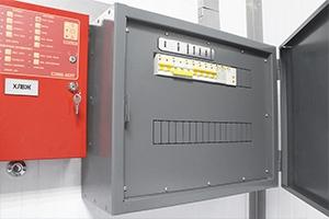 Щит установленный внутри металлического блок контейнера ХЛВЖ