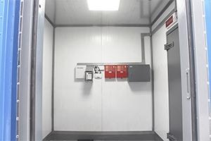 Фото внутреннего отсека управлением блок контейнером