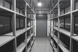 Металлические стеллажи в блок контейнере
