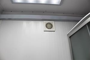 Фото оснащения вентиляцией в блок-контейнере