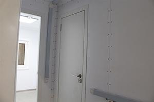 Фотография коридора в контейнере для поста охраны