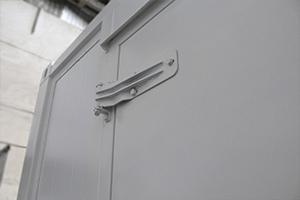 Фото дверных металлических петель блок-контейнера