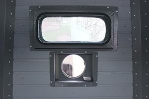 Фотография окна и открытой бойницы