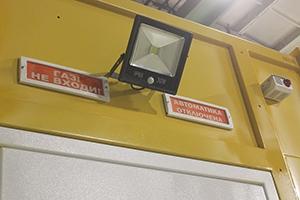 Фото освещения и сигнальных табло блок-контейнера