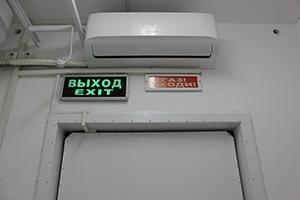 Фото сплит системы и сигнальных табло