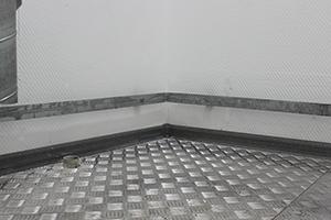 Фотография металлического рефленного пола блок-контейнера