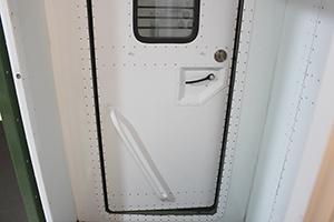 Фотография входной двери с замком кузов-фургона ПОЖ-КФ