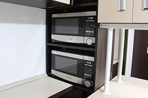 Фото двух СВЧ-печей,установленных в бытовом модуле