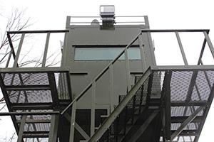 Фото бронированного окна наблюдательной вышки ВН-2