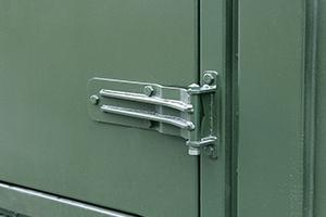 Фотография дверной петли связи