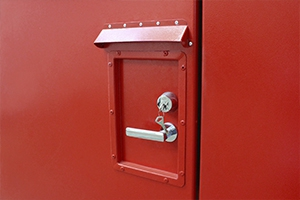 Фото дверной ручки и замка блок-контейнера для хранения ЛВЖ