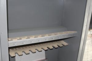 Фото оружейных полок в контейнере для хранения оружия