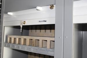 Ролл-ставни оружейной пирамиды внутри контейнера КХО