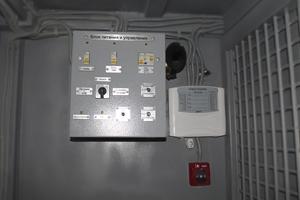 Фотография блока питания и управления контейнером КХО
