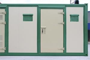 Фото входной металлической двери контейнера для трансформатора