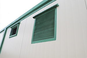 Металлическая вентиляционная решетка контейнера
