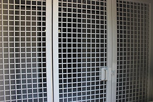 Фото металлической раздвижной двери