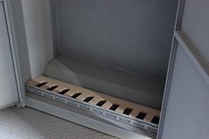 Фотография металлической подставки для оружия
