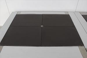 Фото электрической плиты с 4-х зонным нагревом для кухни в контейнере