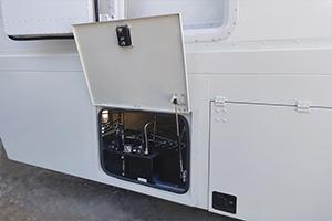 Фотография отсека гидравлики медицинского контейнера