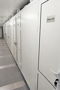 Фото кабинетов для осмотра пациентов в передвижном контейнере