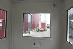Бронированные окна в контейнере КПП фото