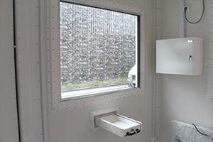 Бронированное стекло установленное в контейнер КПП