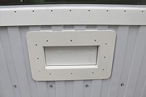 Металлический лоток в закрытом виде бронированного контейнера КПП