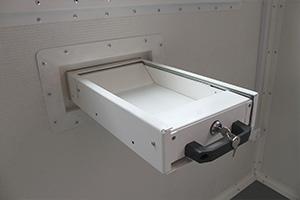 Фото металлического ящика с ручкой и замком