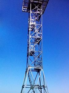 Фотография 20-ти метровой наблюдательной вышки общий вид